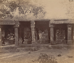 Close view of statues in the colonnade of the Chaunsath Yogini Temple, Bheraghat, Jabalpur District 10031231